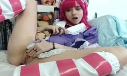 Annie cosplay masturbation